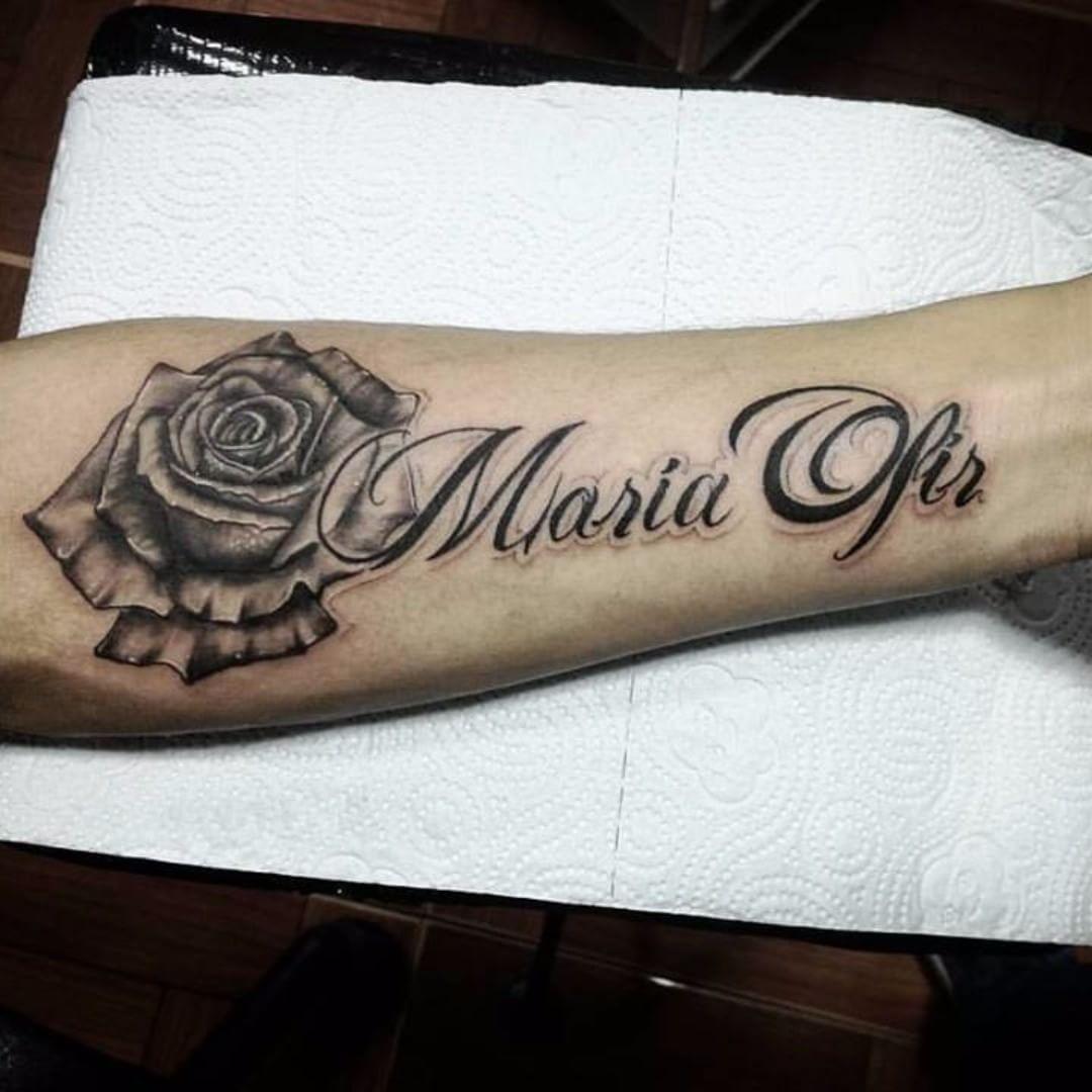吕先生小臂写实玫瑰英文花体字纹身图案图片