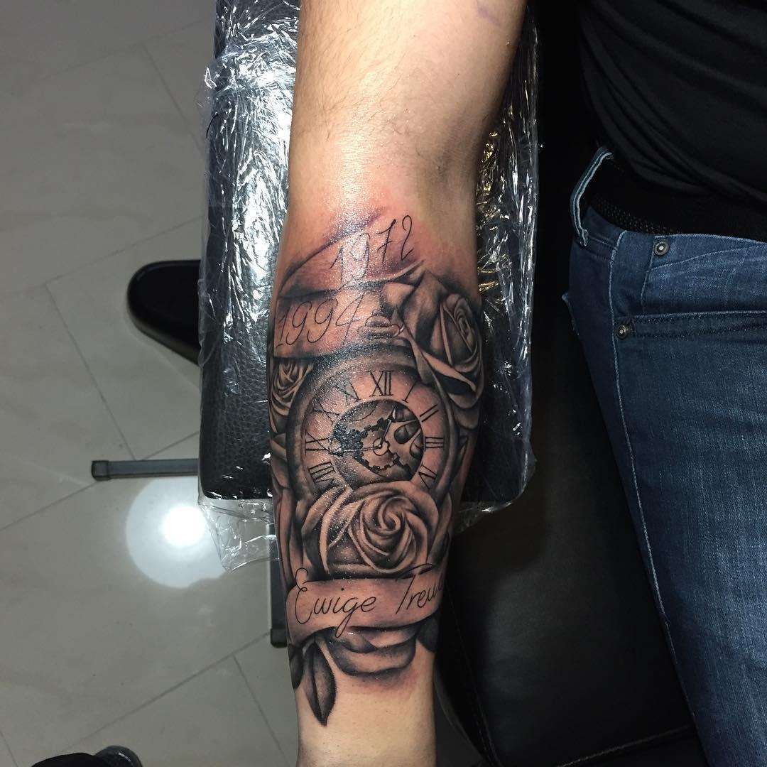 上海芳秀公寓做展览行业的暨先生小臂写实玫瑰钟表纹身图案图片
