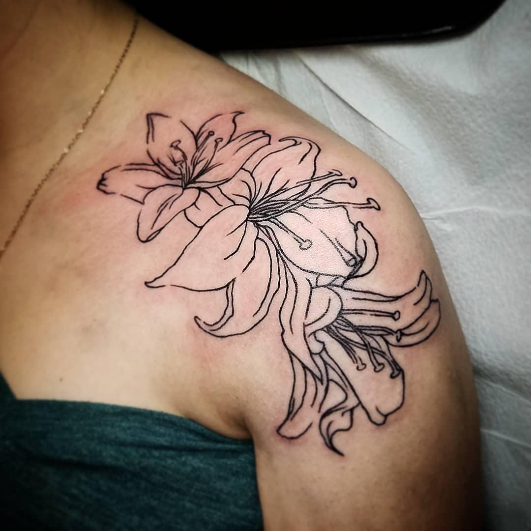 祖小姐后背花环小清新纹身图案